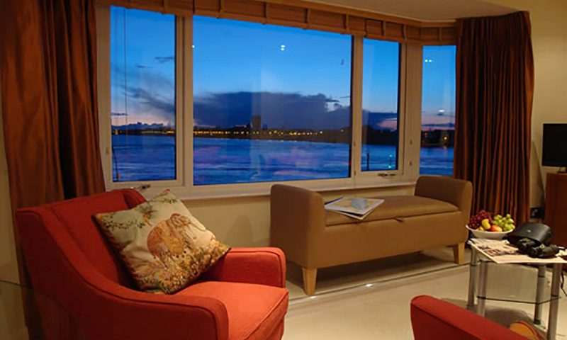 Battery House Portsmouth Lounge at Twilight - TravelRest Hotel
